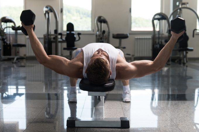 Lavička na cvičenie nesmie chýbať vžiadnej posilňovni